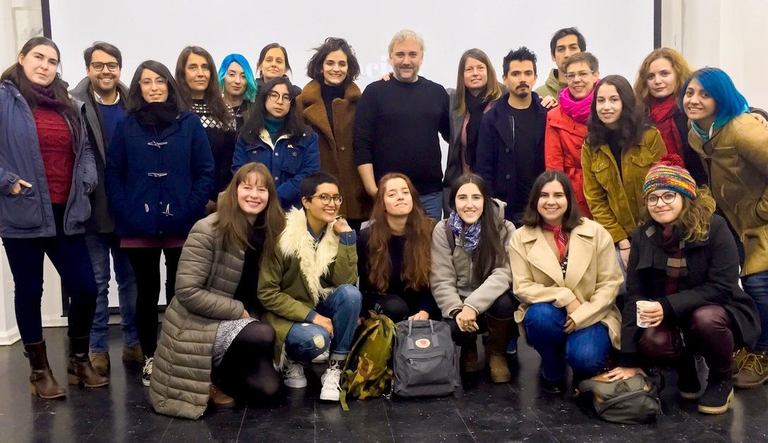 Charla sobre diseño de afiches en Chile. Conferencia profesional para el diplomado de ilustración.