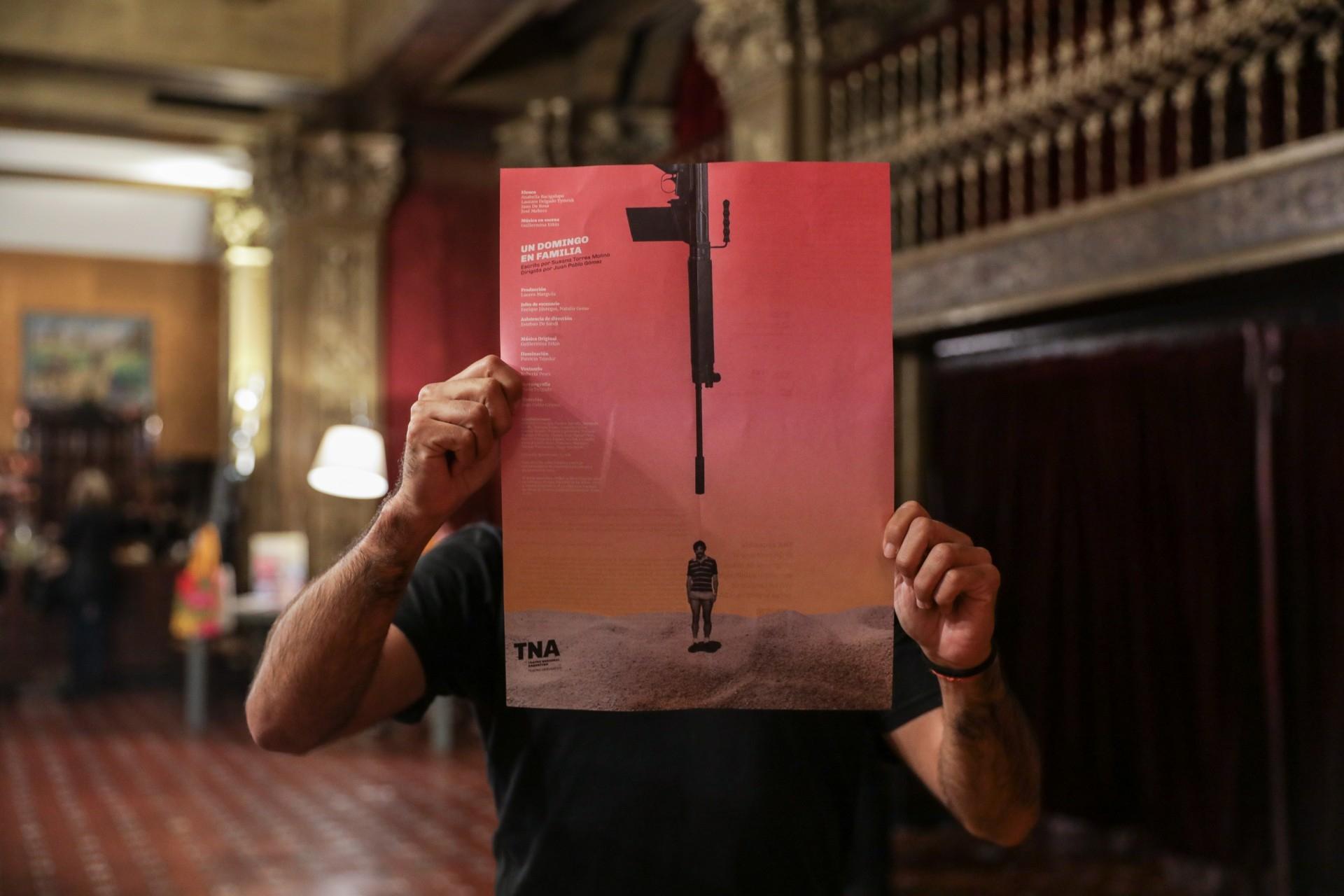 Diseño de afiches Teatro Nacional Argentino - Teatro Cervantes - Un domingo en familia