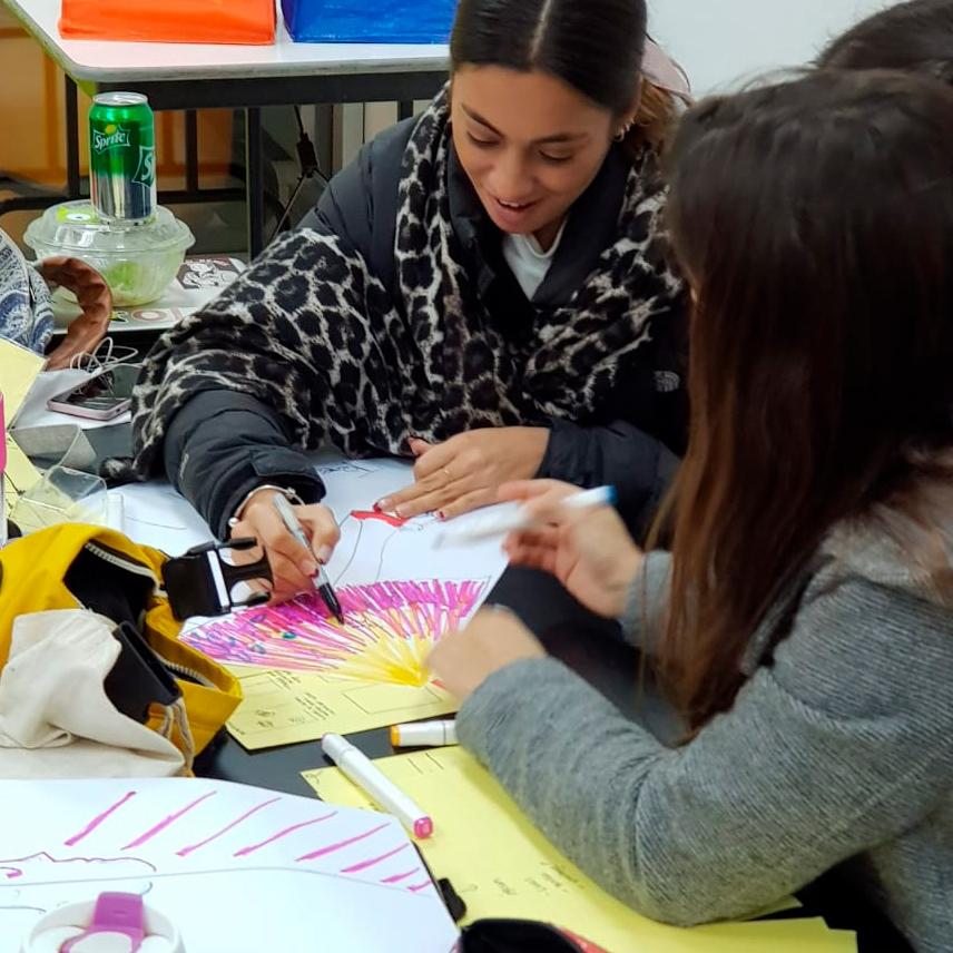 Workshop de diseño de afiches en Chile. Universidad del Desarrollo.