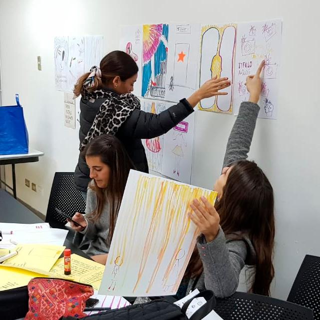 Workshop de afiches en Chile. Universidad del Desarrollo.
